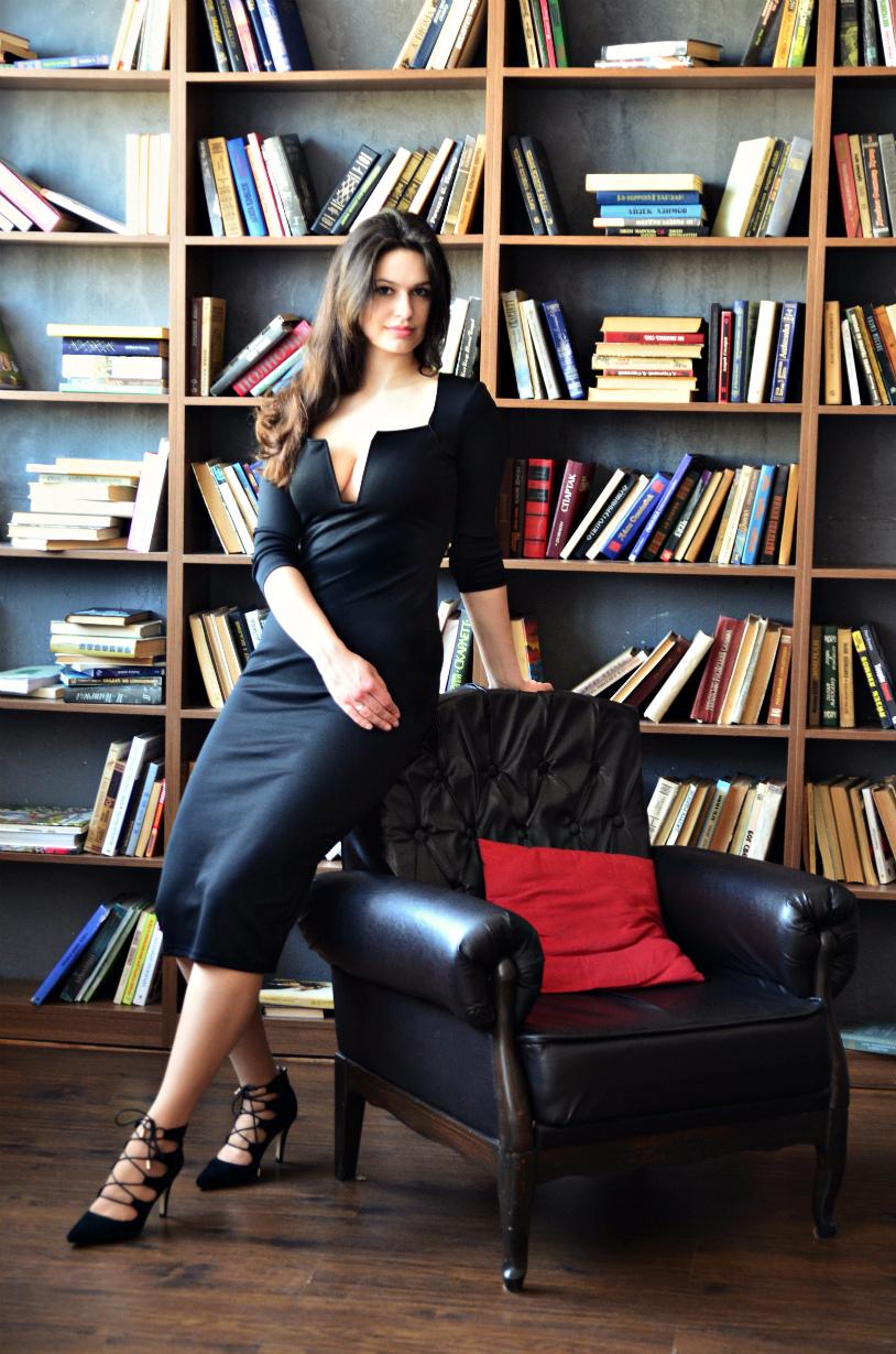 Черное платье с глубоким вырезом с Алиэкспресс